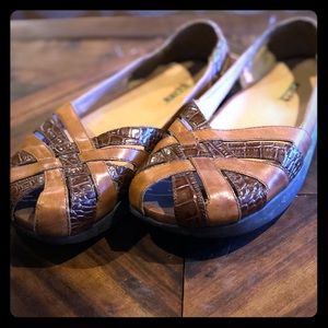 Earth Leather Braid Sandals Size 9.5